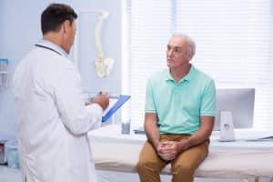 Como é o pós-operatório de uma cirurgia de cálculo renal?
