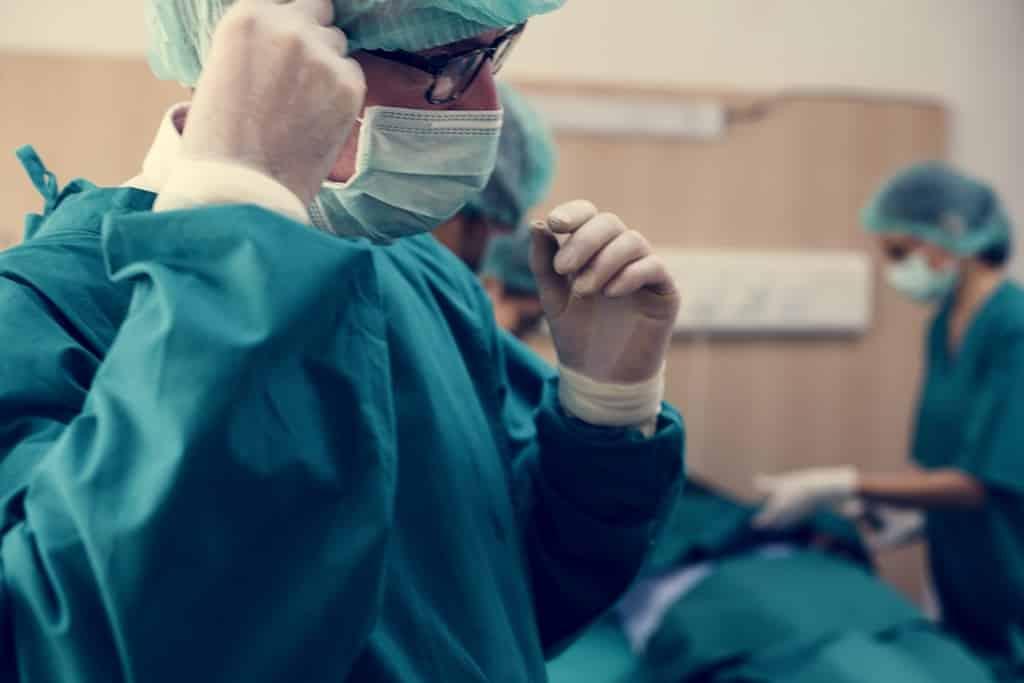 Em quais procedimentos a cirurgia robótica pode ser utilizada?